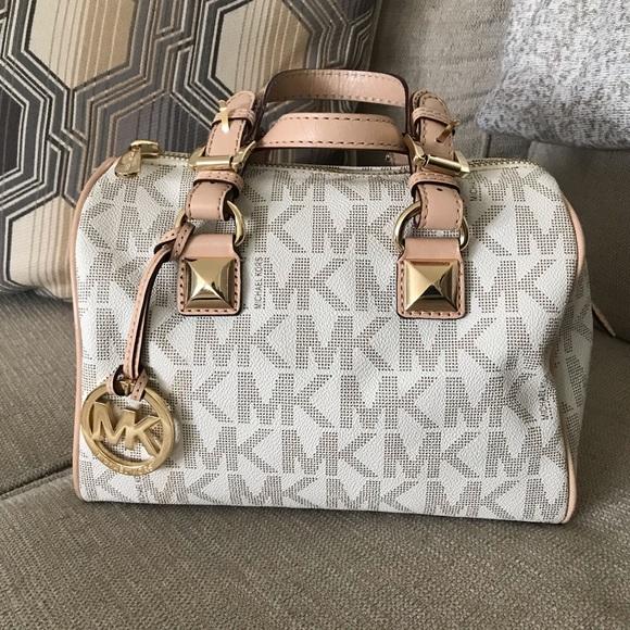 Michael Kors Handbags - Michael Kors pocketbook barely used
